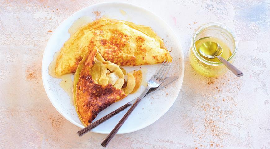 Сладкий омлет с яблоками и медом