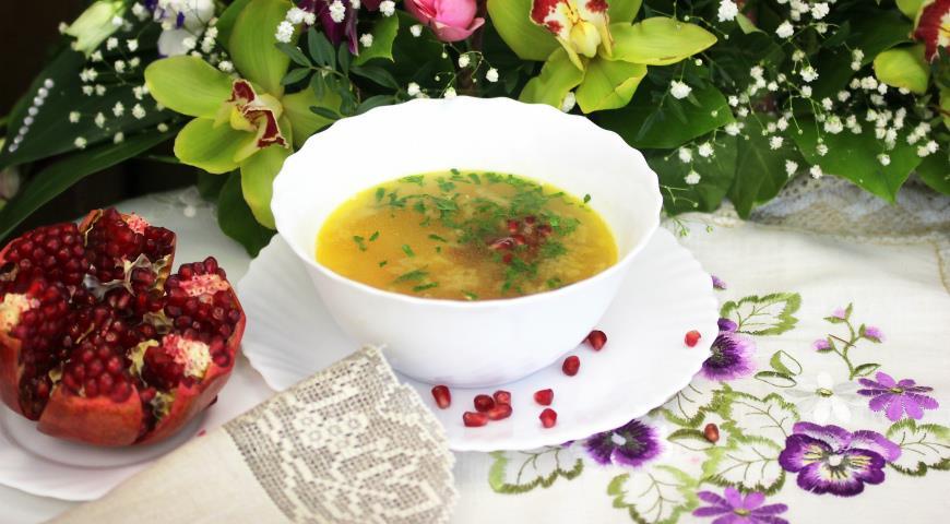Горохово-сочевичний суп з гранатом