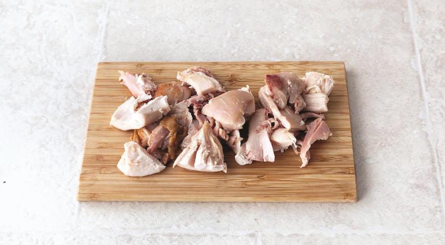 Быстрый салат из гречневой лапши с курицей-гриль. Шаг 3
