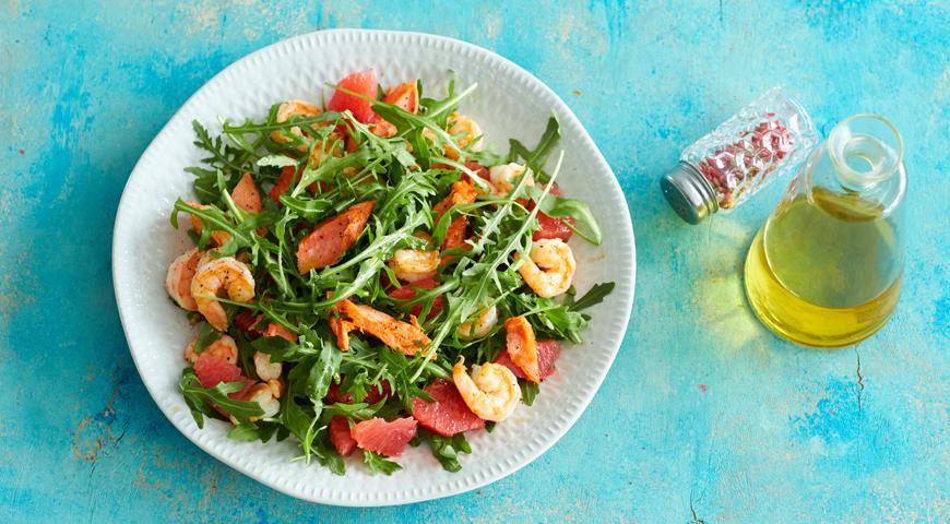 Салат с лососем, креветками и грейпфрутом