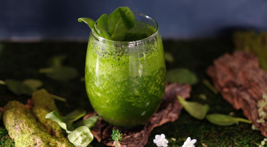 Весенний коктейль со шпинатом