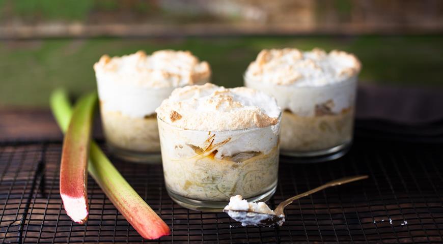 Десерт из ревеня с меренгами, пошаговый рецепт с фото