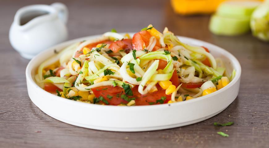 Салат из кабачка, помидоров и кукурузы