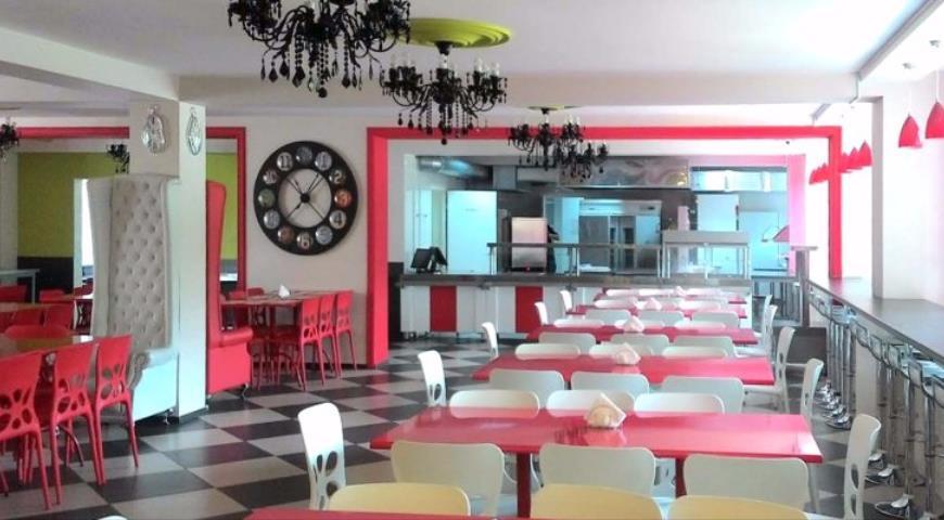 """Столовая школы №1250, переоборудованная в ресторан в рамках проекта """"Мой школьный ресторан"""""""