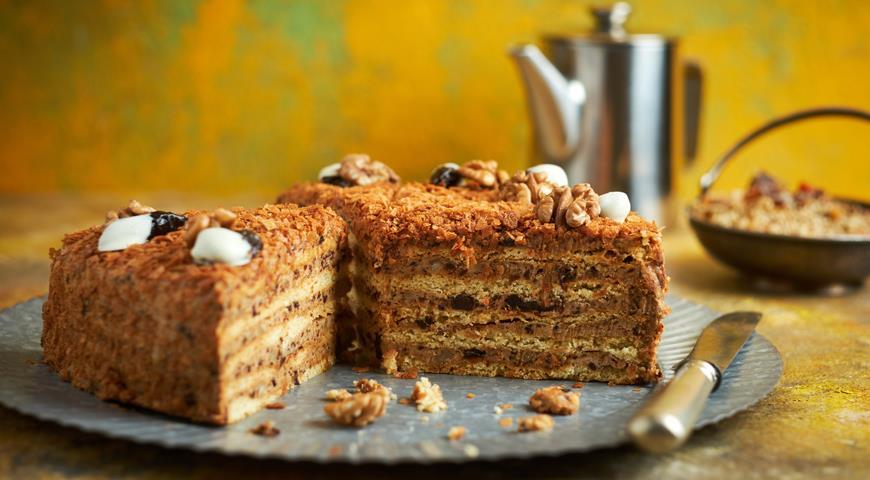 Домашній торт з чорносливом