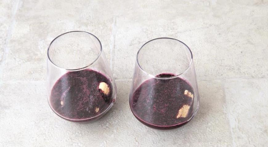 Фото приготовления рецепта: Черничный тирамису, шаг №4