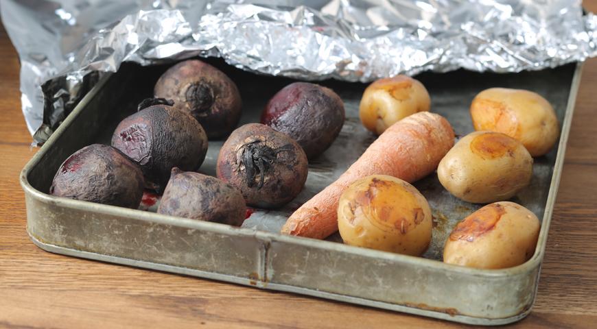 Для винегрета можно запечь овощи в духовке