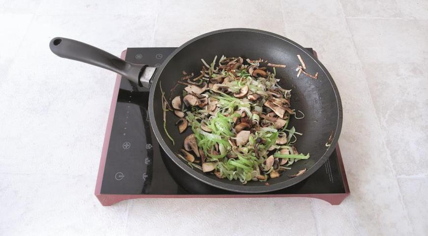 Оркьетти с колбасками и овощами. Шаг 3