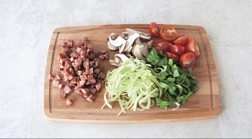 Оркьетти с колбасками и овощами. Шаг 1