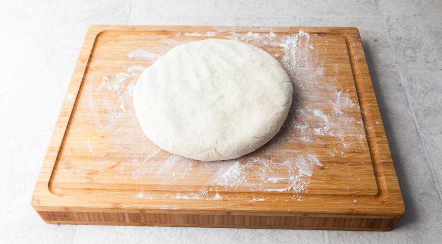 Осетинский пирог со свекольной ботвой и сыром. Продолжаем формировать осетинский пирог