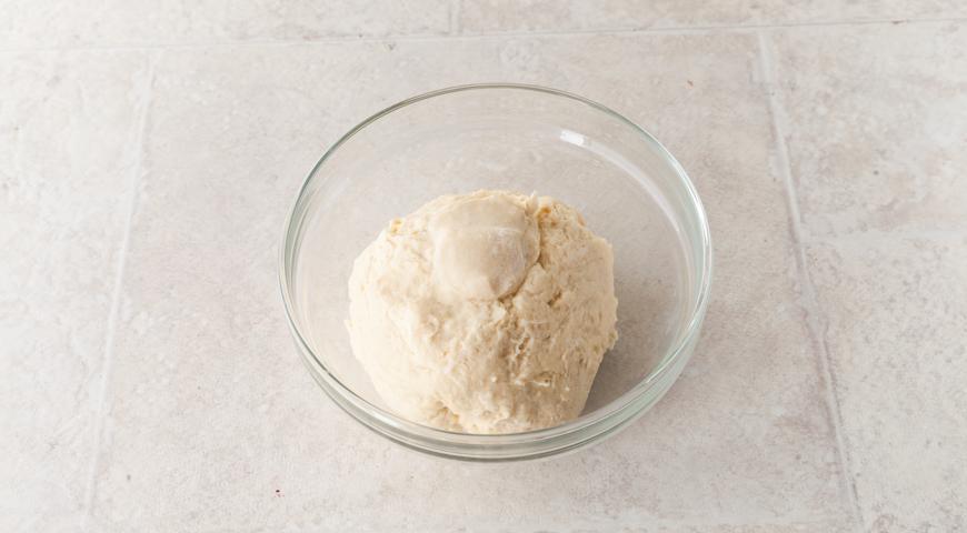 Осетинский пирог со свекольной ботвой и сыром. Замешиваем тесто