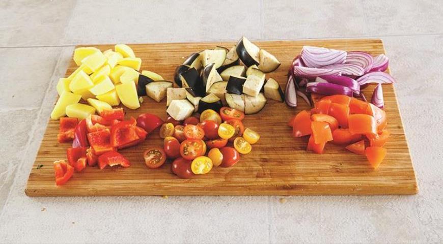 Фото приготовления рецепта: Мясные шарики с овощами, шаг №4