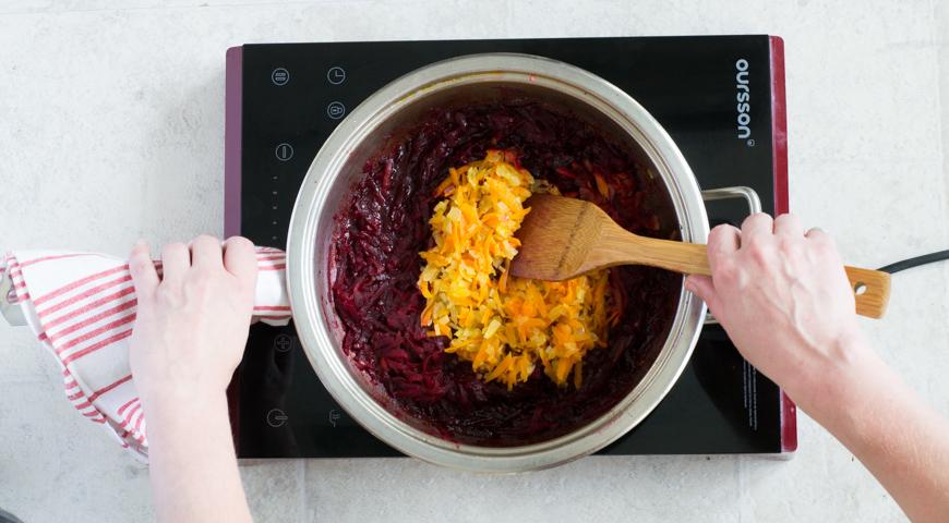 Борщ с мясом, классический рецепт. Добавляем лук с морковью