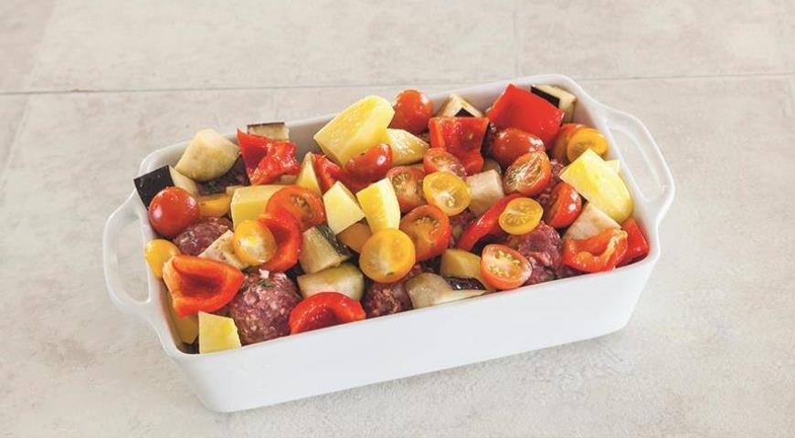 Фото приготовления рецепта: Мясные шарики с овощами, шаг №5