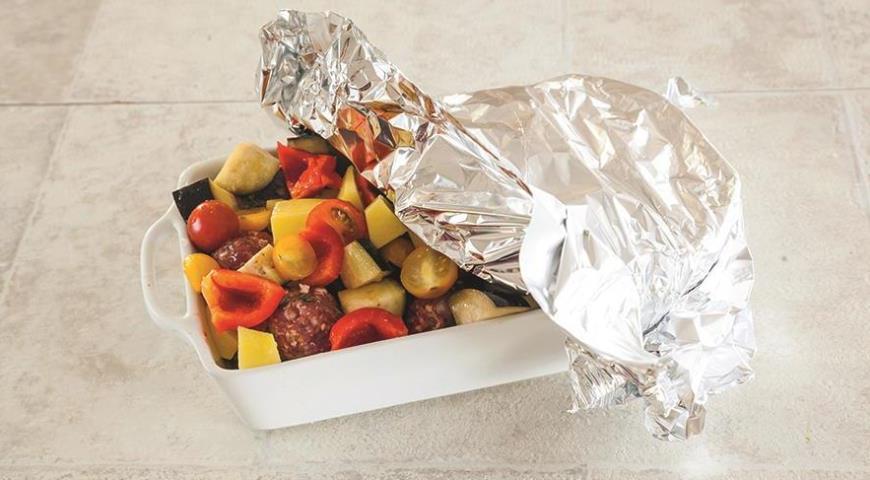 Фото приготовления рецепта: Мясные шарики с овощами, шаг №6