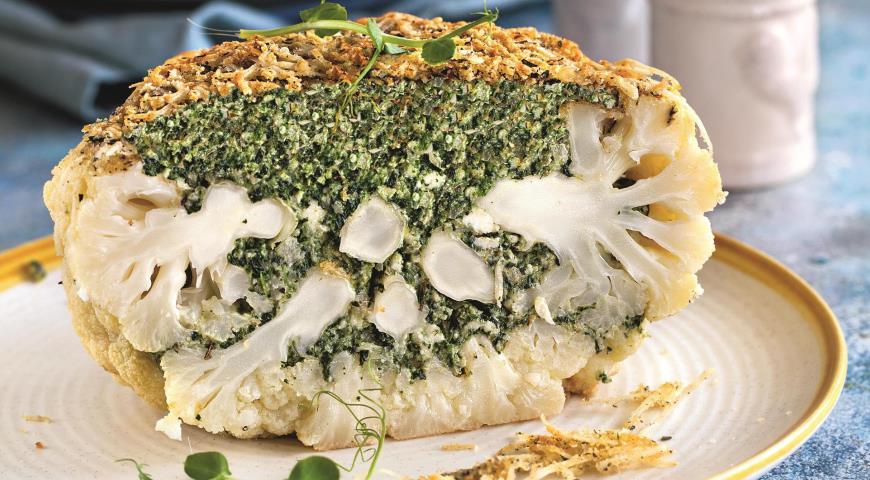 Фаршированная сыром и зеленью цветная капуста