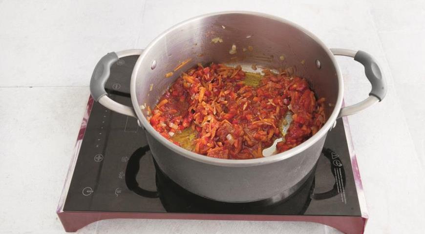 Для голубцов готовим томатно-сметанный соус
