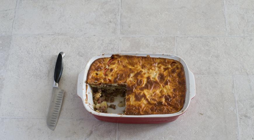 Мусака с баклажанами и картофелем. Разрезаем на порции