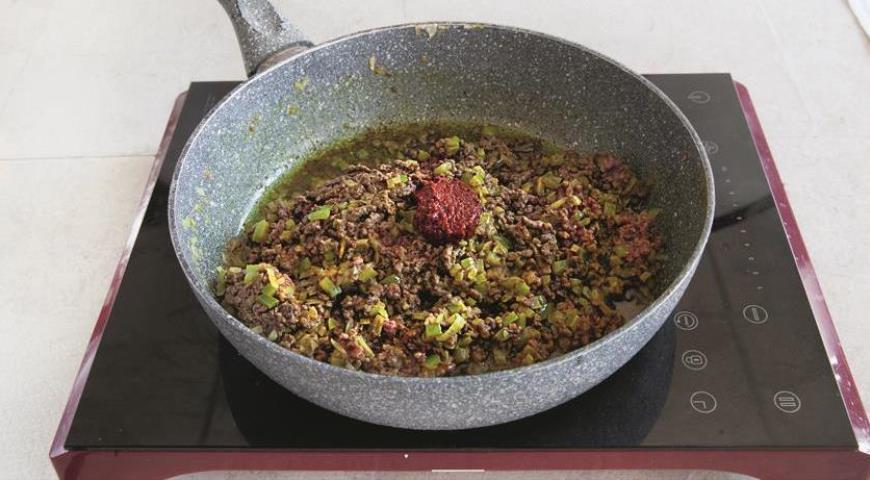 Добавьте говяжий фарш в начинку для фарширования тыквы