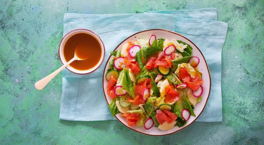 Салат с лососем и заправкой из облепихи, пошаговый рецепт с фото