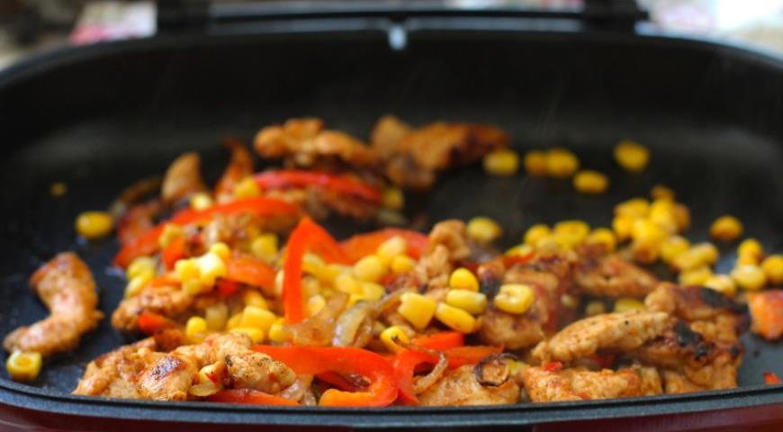 Кесаділья з куркою і овочами