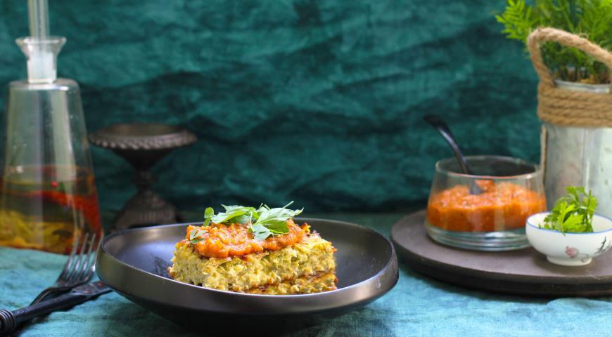 Запеканка из кабачков с соусом из томатов