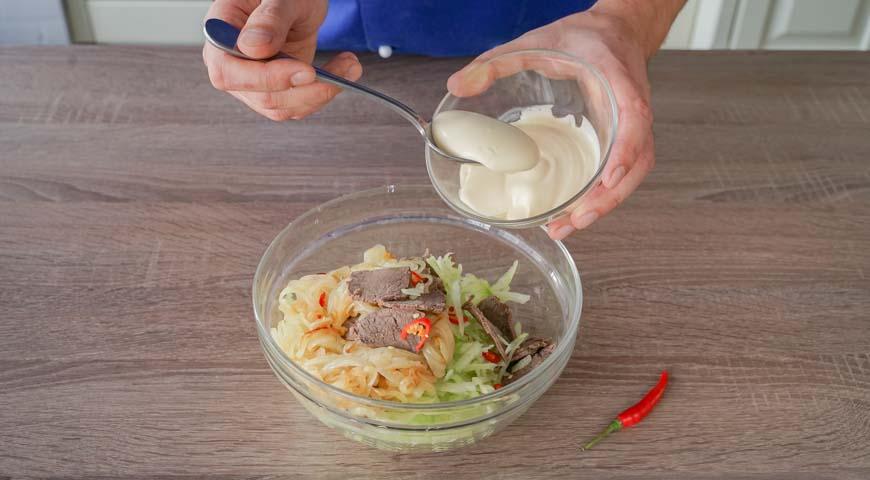 Салат Узбекистан классический, заправьте соусом