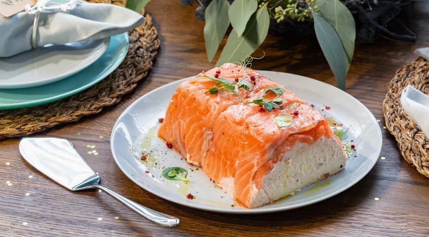 Террин из лосося слабой соли и муксуна горячего копчения