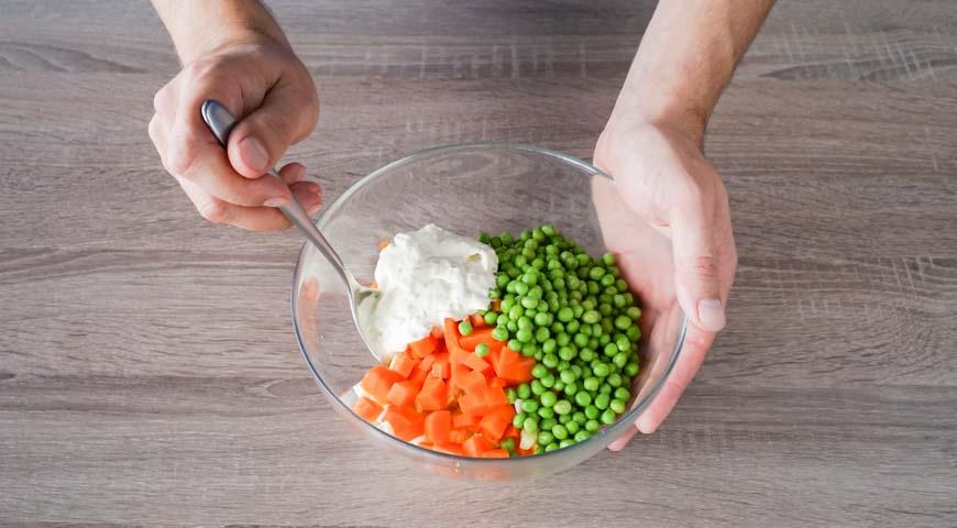 Слоеный салат с курицей, пошаговый рецепт с фото