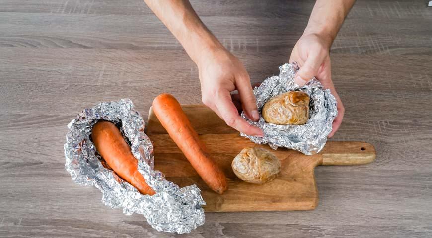 Запеките овощи для слоеного салата с курицей