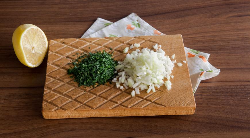 Фото приготовления рецепта: Индейка под шубой, шаг №4