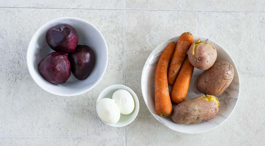 Селедка под шубой с солеными огурцами, пошаговый рецепт с фото