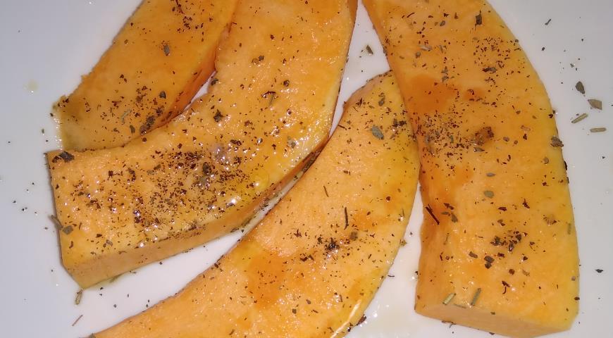 Салат с тыквой-гриль, сулугуни, гранатом и сырным соусом Махеевъ, пошаговый рецепт с фото