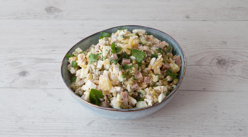 салат оливье, добавьте майонез