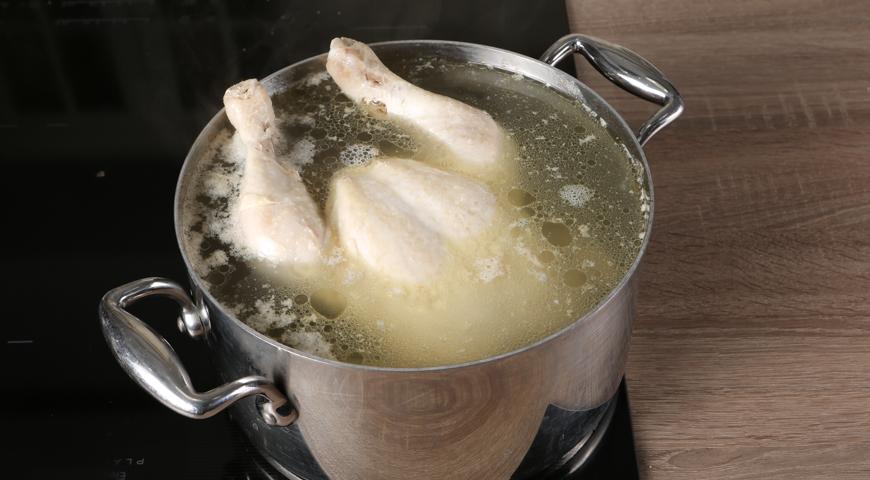 Чахохбили классический, курицу поместите в кастрюлю