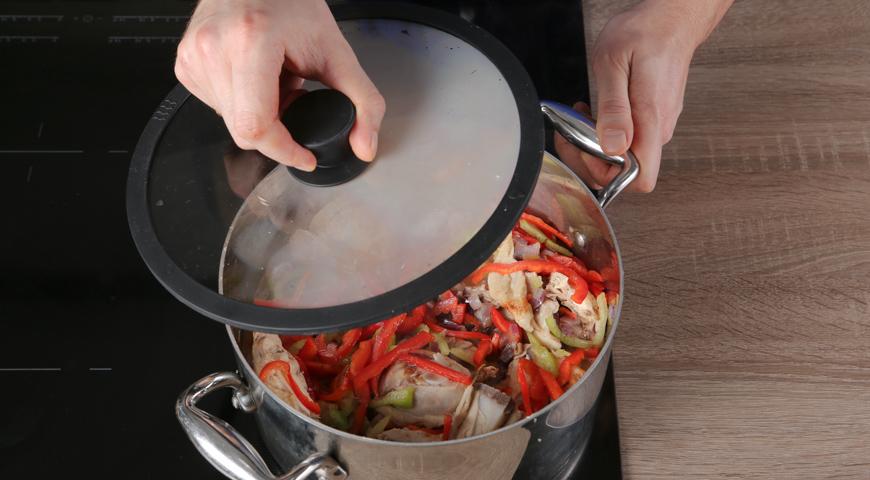 Чахохбили классический, перец добавьте в кастрюлю к курице