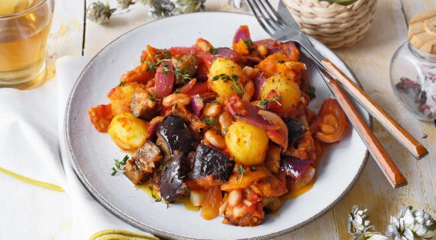 Рагу из тыквы с фасолью в томатном соусе
