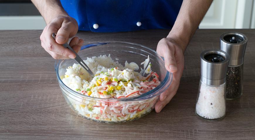 Салат с рисом, кукурузой и крабовыми палочками, пошаговый рецепт с фото