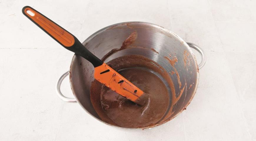 Фото приготовления рецепта: Шоколадно-кофейный мусс, шаг №6