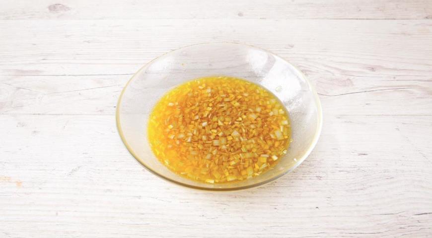 Фото приготовления рецепта: Салат с копченой курицей, шаг №5