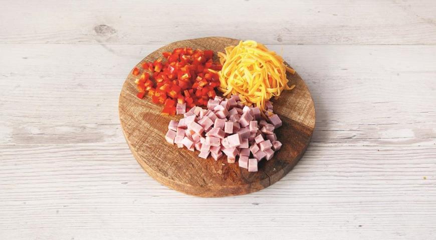 «Коса» с омлетом, ветчиной и сыром, пошаговый рецепт с фото