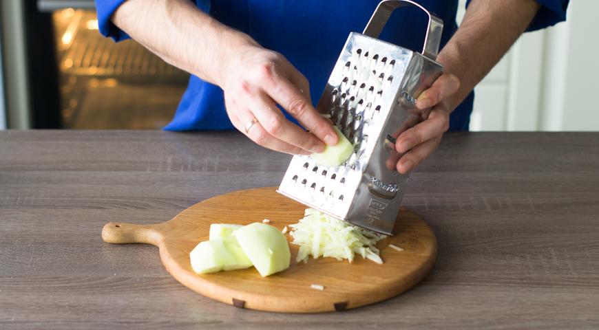 Селедка под шубой традиционная, натрите зеленое яблоко