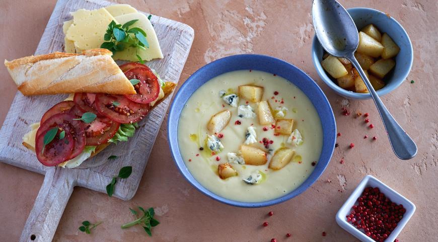 Суп из корня сельдерея с голубым сыром и жареной грушей, пошаговый рецепт с фото
