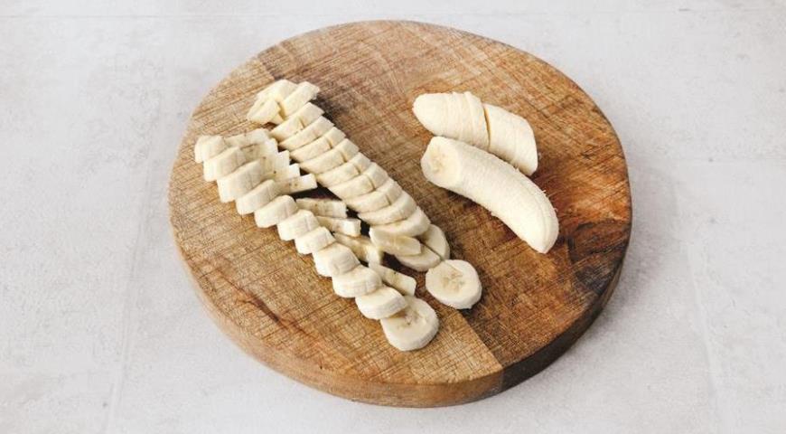 Фото приготовления рецепта: Хлебная запеканка с бананами, шаг №2