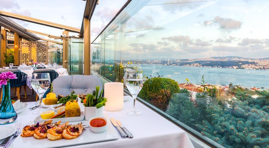 Вид на залив с террассы ресторана