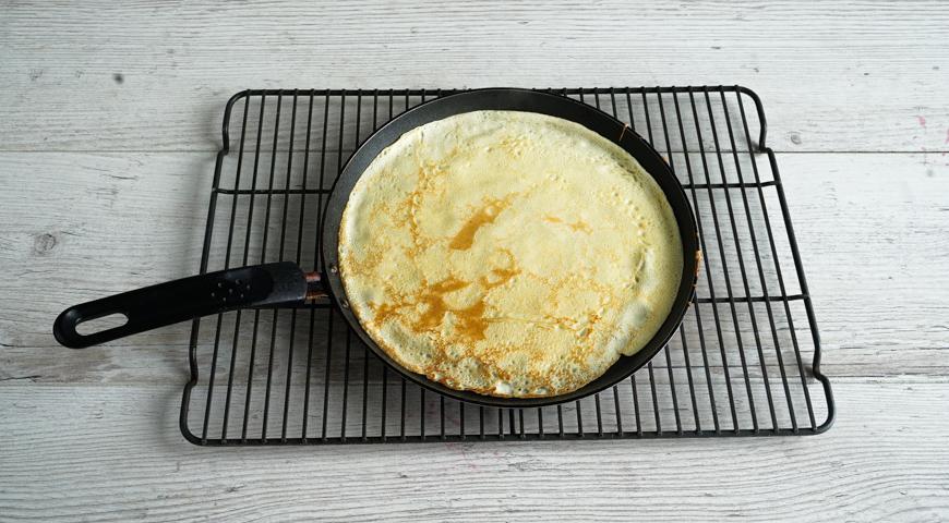 Блинный пирог с грибами, выпекайте блины