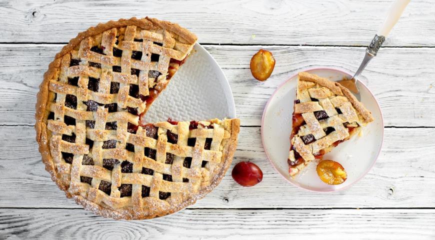 Пирог со сливами в духовке, пошаговый рецепт с фото