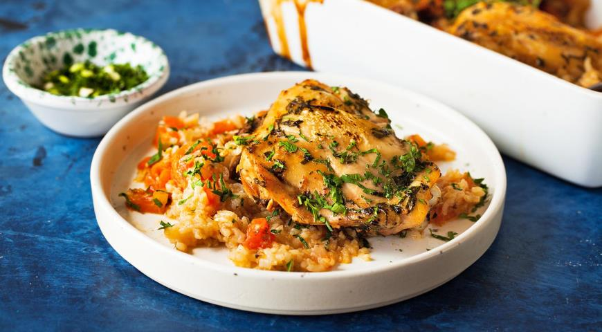 Запеченная курица с рисом и помидорами