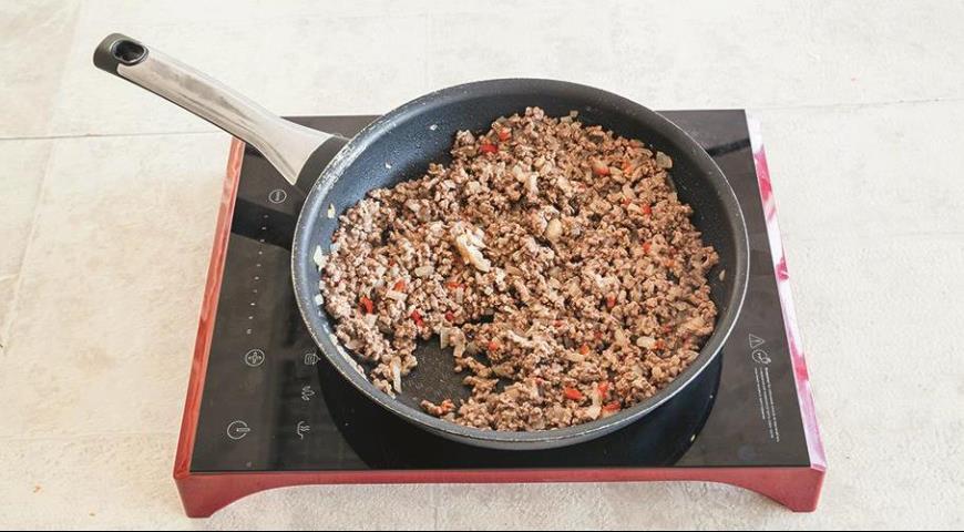 Фото приготовления рецепта: Хрустящие пирожки с мясной начинкой, шаг №1