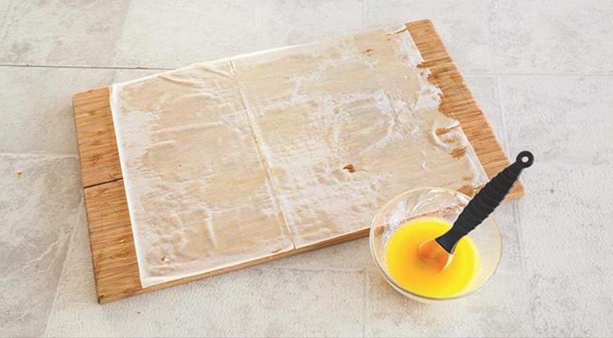 Фото приготовления рецепта: Хрустящие пирожки с мясной начинкой, шаг №5